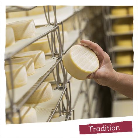 La préservation du patrimoine fromager français nous tient à cœur : 5 fromageries, 7 spécialités régionales, 5 fromages AOP.